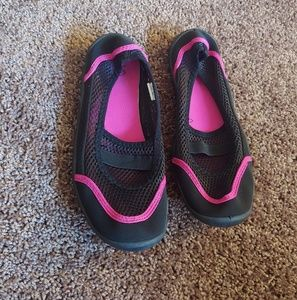 Shoes - Black & pink mesh water shoes with great sole